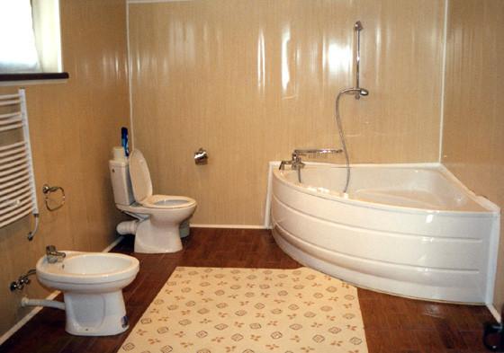 Обшивка пластиком ванной комнаты