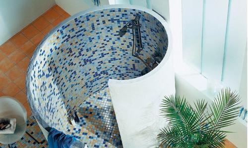 Душевая кабинка выполненная из мозаики