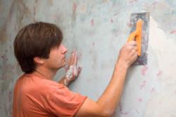 Выравнивание стены штукатуркой
