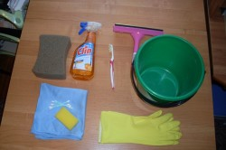 Инструменты и материалы для мытья душевой кабины