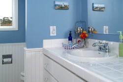 Частичная отделка ванной комнаты пвх-панелями