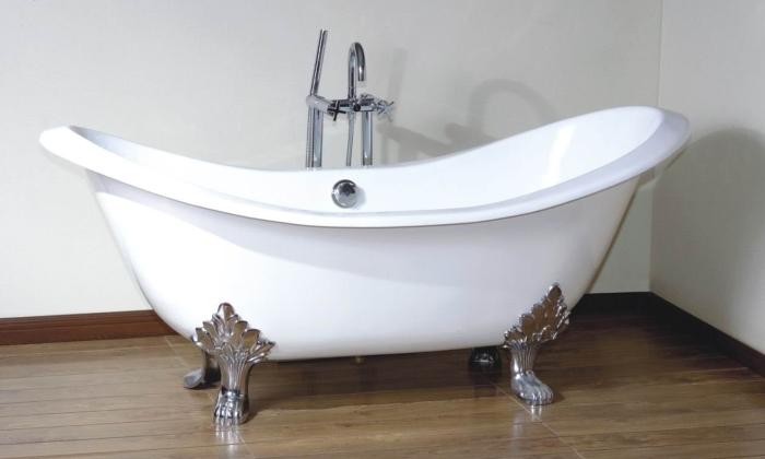 Белоснежная фигурная ванна