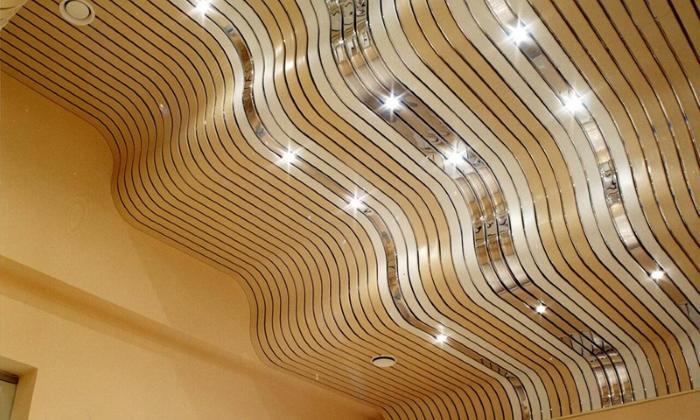 Фигурный реечный потолок