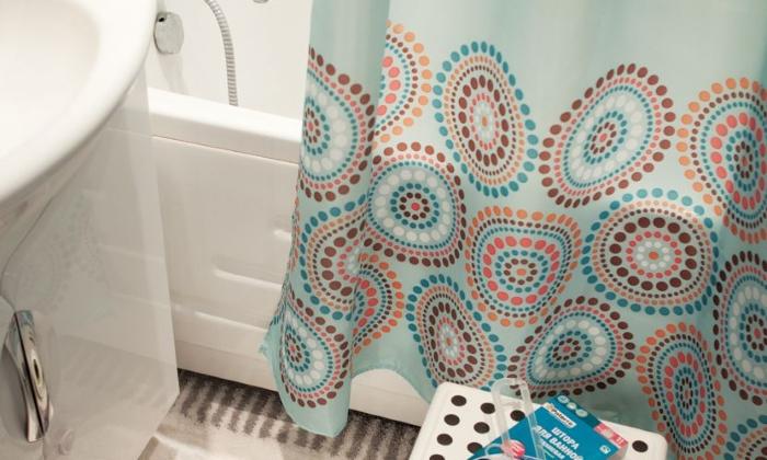 Опасность появления плесени на шторке в ванной