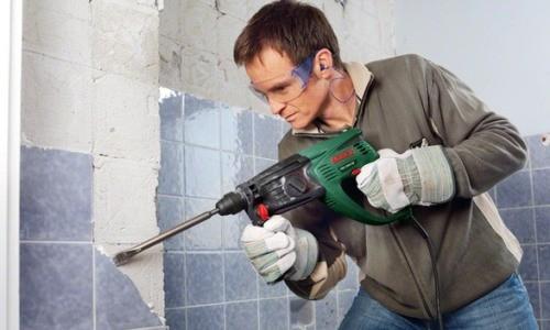 Демонтаж плитки в ванной комнате