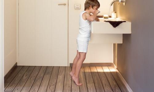 Покрытие пола ламинатом в ванной комнате