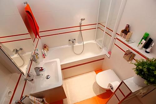 Идея для маленькой ванной комнаты с туалетом фото