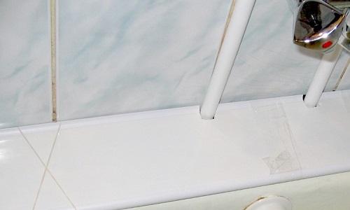 Зазоры между ванной и стеной