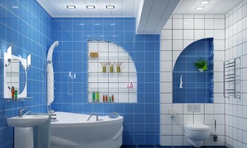 Светлый потолок в ванной комнате