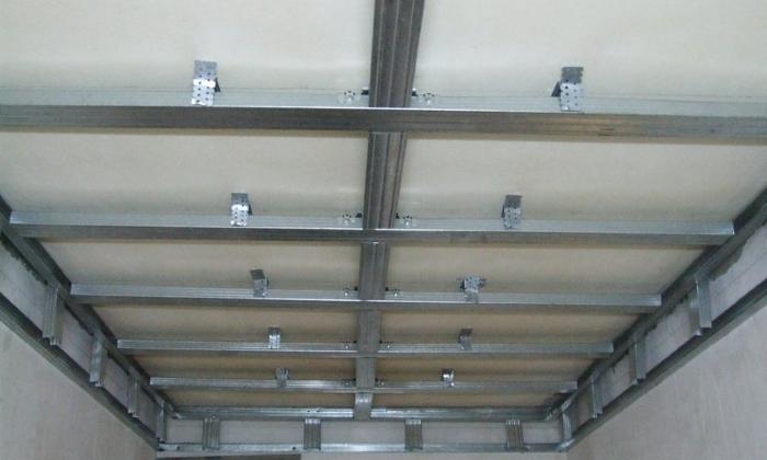 Подвесной потолок из пластиковых панелей своими руками